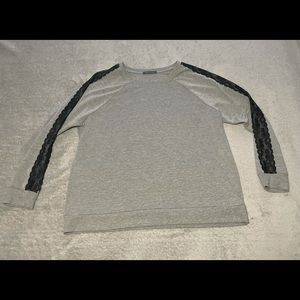 Suzy shier soft sweatshirt with lace detail down arms size XXL. Very good cond.